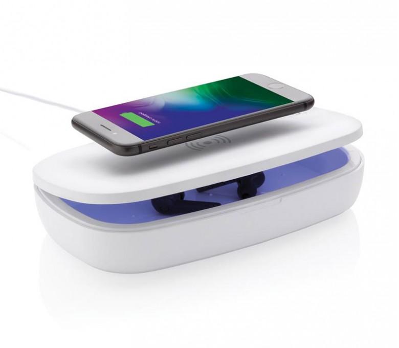Estirilizador UV-C con cargador inalambrico y movil en la cubierta