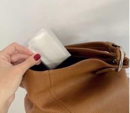 funda porta mascarillas personalizable colocada en el bolso