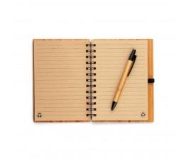 libreta de bambu abierta con boligrafo