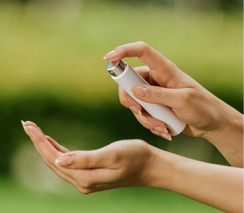 uso para limpiar manos del dispensador en spray color blanco
