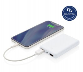 power bank antimicrobiano conectado a un movil y sello biomaster
