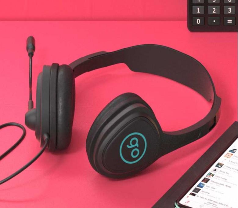 auriculares para videollamada Talky personalizados con logo en una mesa