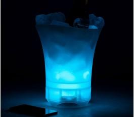 cubitera con altavoz para personalizar con luz azul con hielo