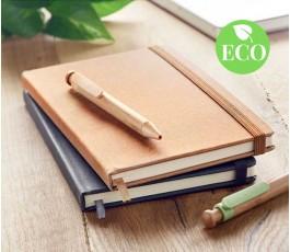 libretas tipo moleskine de PU reciclado en una mesa con sello ECO