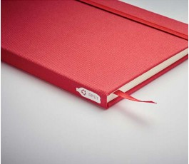 detalle de libreta tipo moleskine de RPET color rojo