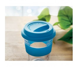 vista superior del vaso de cristal con tapa y franja de silicona color azul