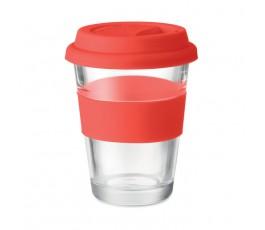 vaso de cristal con tapa y franja de silicona color rojo en fondo blanco