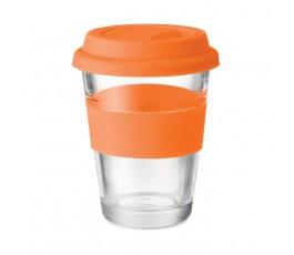 vaso de cristal con tapa y franja de silicona color naranja en fondo blanco