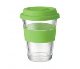 vaso de cristal con tapa y franja de silicona color verde en fondo blanco