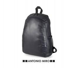 mochila para portatil marca Antonio Miro modelo A7169 en fondo blanco