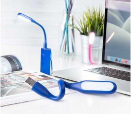 lampara de brazo flexible para ordenador en mesa de trabajo