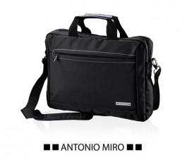 maletin para ordenador marca Antonio Miro modelo A7242 en fondo blanco