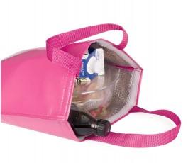 detalle superior de bolsa nevera de non-woven laminado de color fucsia abierta con botellas y comida