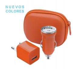 estuche con cargador USB de pared y cargador USB de cocho en color naranja