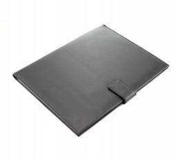 vista cenital de carpeta de polipiel de color negro