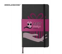 libreta marca Moleskine de color negro personalizada y con faja de papel