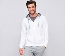 hombre con sudadera contrastada con capucha y cremallera color blanco