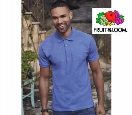 hombre con polo fruit of the loom de color azul
