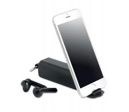 estuche con dos auriculares TWS color negro y soporte con movil colocado
