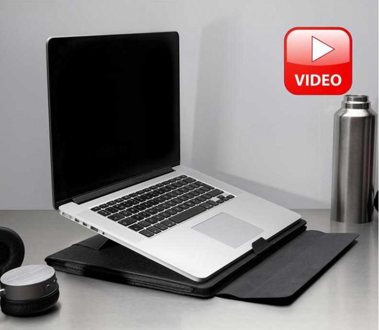 estacion de trabajo para portatil colocada en una mesa de trabajo con icono Video