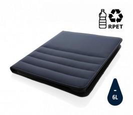 carpeta porta documentos de RPET IMPACT de color azul marino y sello de ahorro de agua