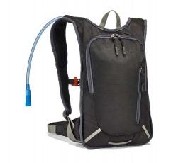 mochila deportiva de hidratacion en fondo blanco