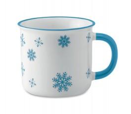taza vintage de color blanco con detalles de navidad de color turquesa