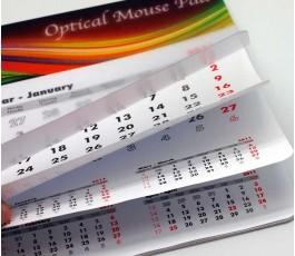 Detalle de las hojas de la alfombrilla calendario para raton