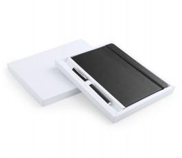 set de libreta A5 y boligrafo de color negro presentado en caja