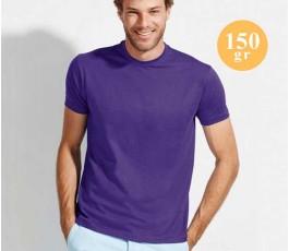 hombre con camiseta SOLS Regent de color morado