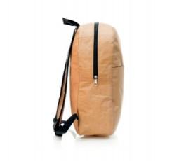 Vista lateral de la mochila de papel